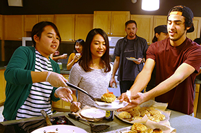 Japan Outreach Initiative coordinator cooks Japanese food with American students in Texas